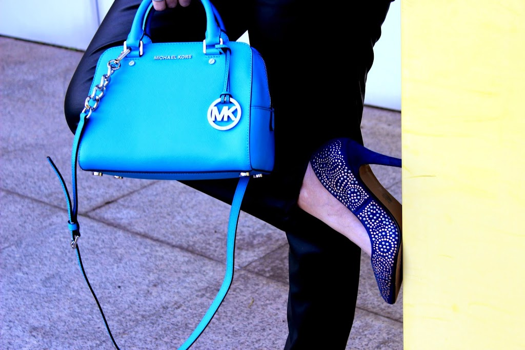 mk-lightblue-bauletto-blue-studdedpumps