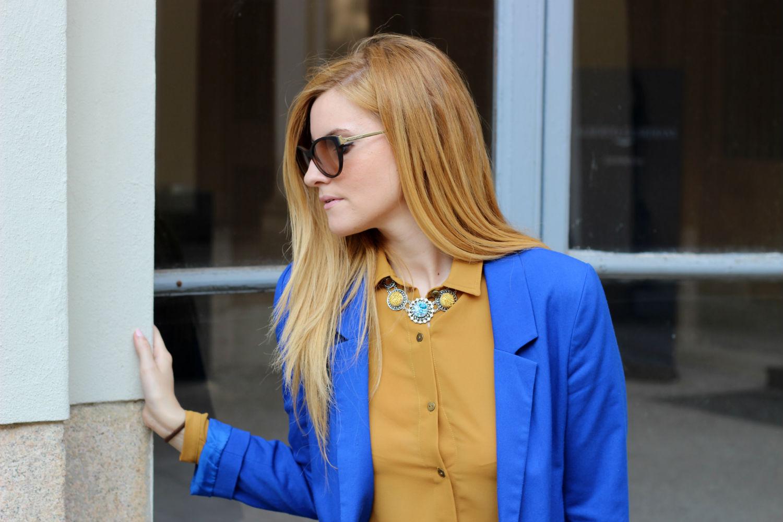 elisabetta bertolini outfit ocra e blu elettrico