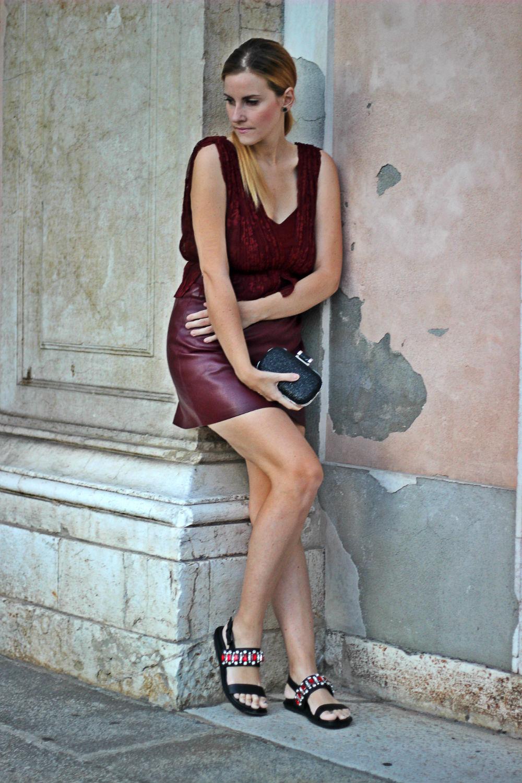 abito pizzo e pelle zara - sandali gioielli cinti - look mezza stagione donna