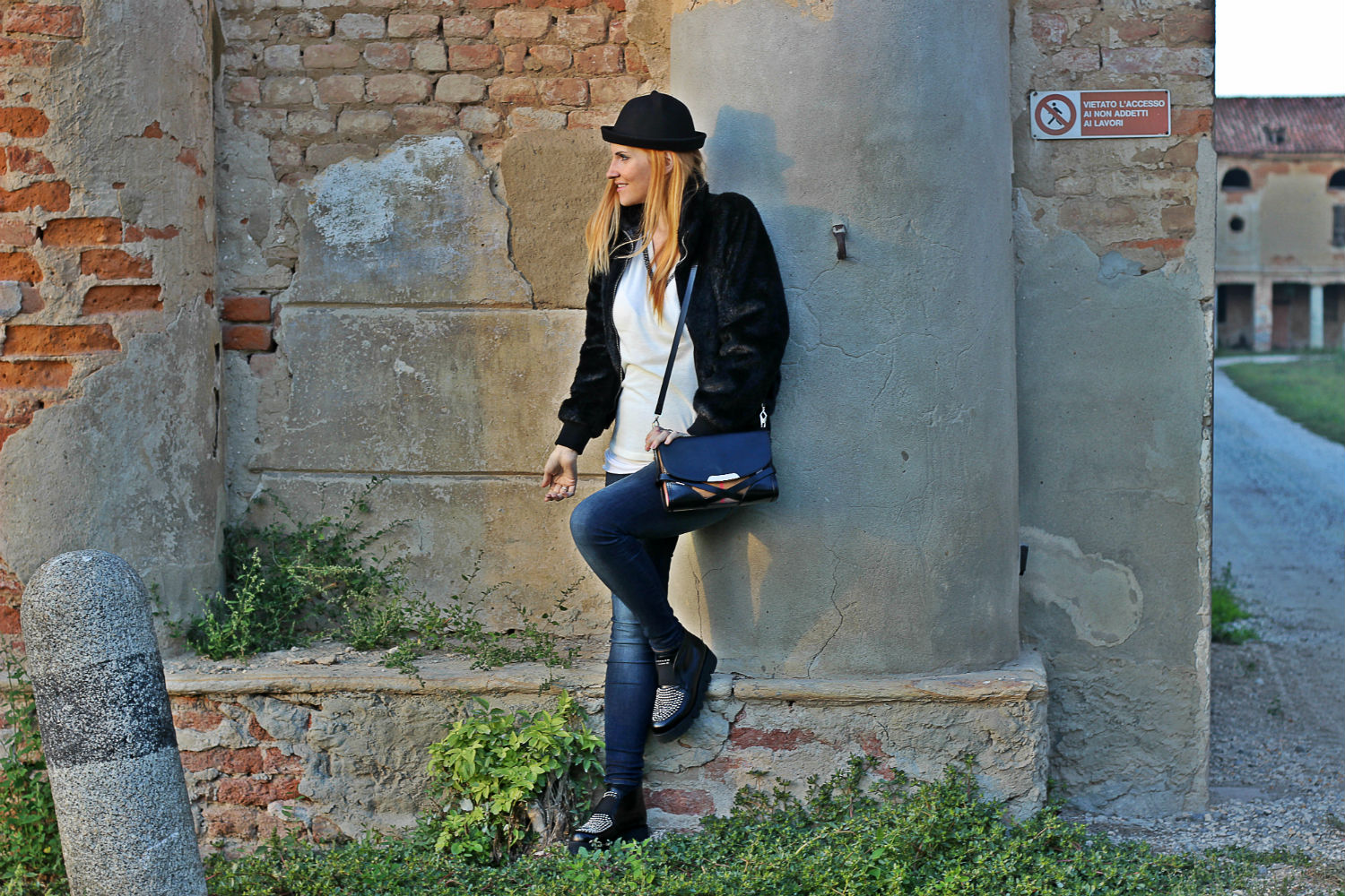 moda donna - platform shoes and denim - look of the day - outfit moda donna autunno - gravidanza