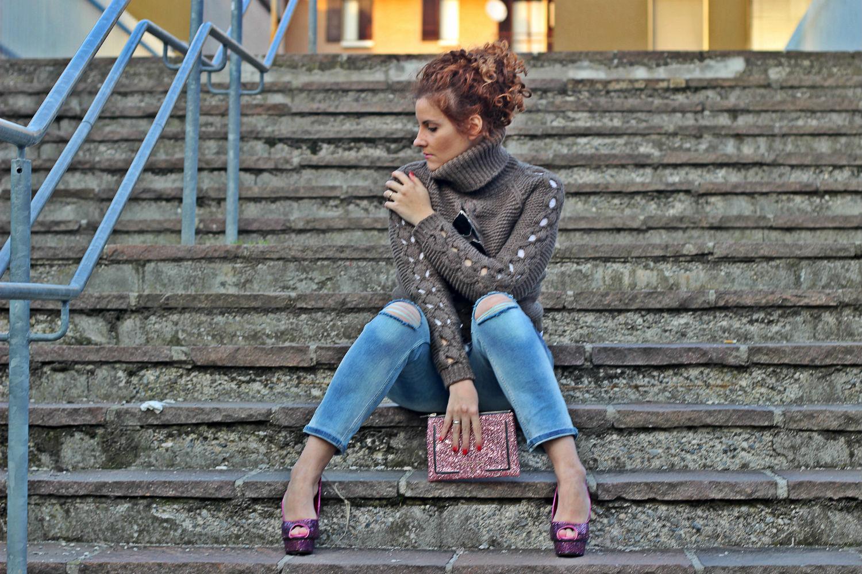 elisabetta bertolini - fashion blogger italiane - jeans strappato boyfrienda and glitter bag