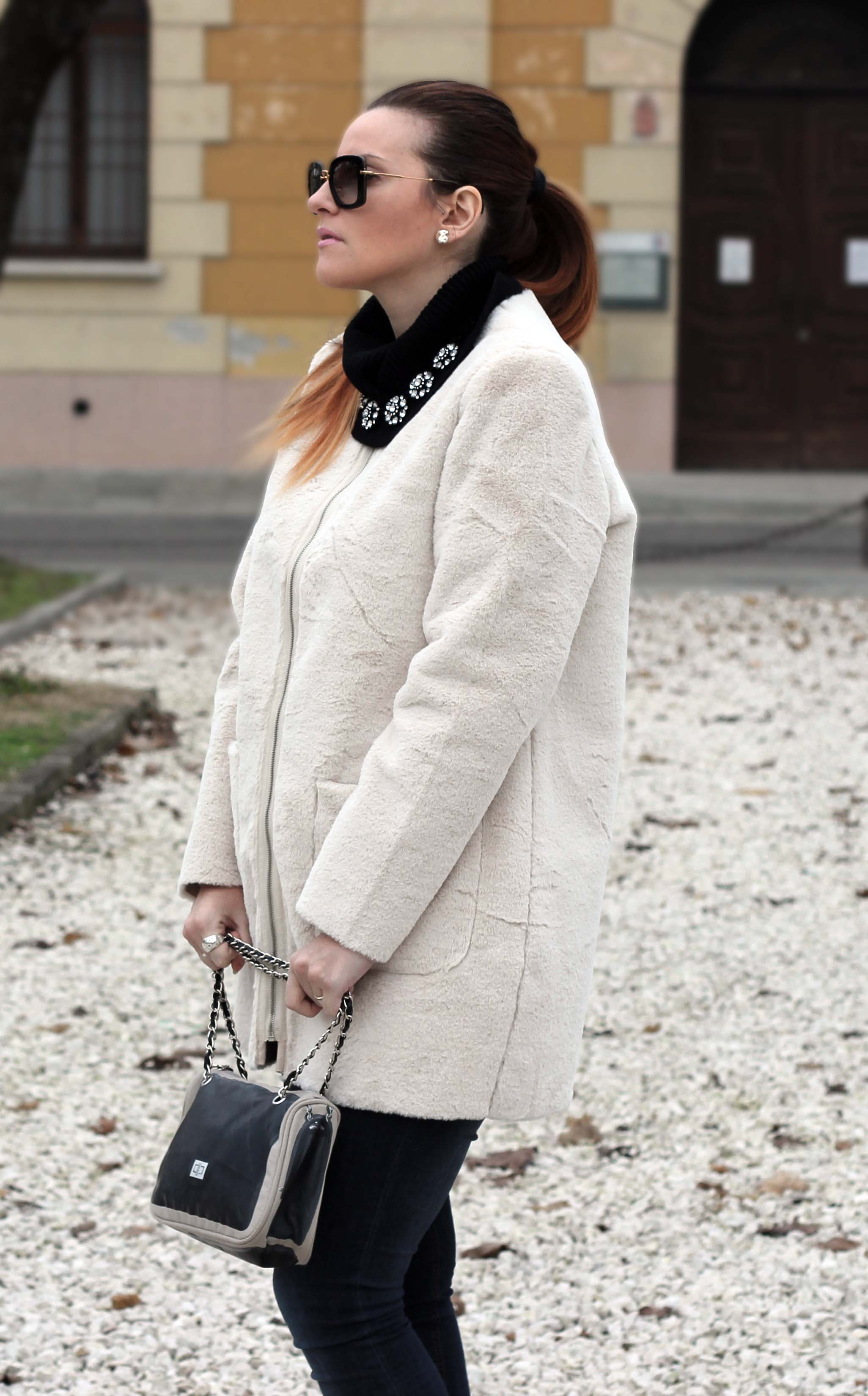 elisabetta bertolini fashion blogger cappotto ecopelliccia oversize moda premaman