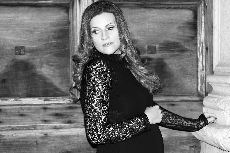 elisabetta bertolini fashion blogger incinta abito nero pizzo only su zalando