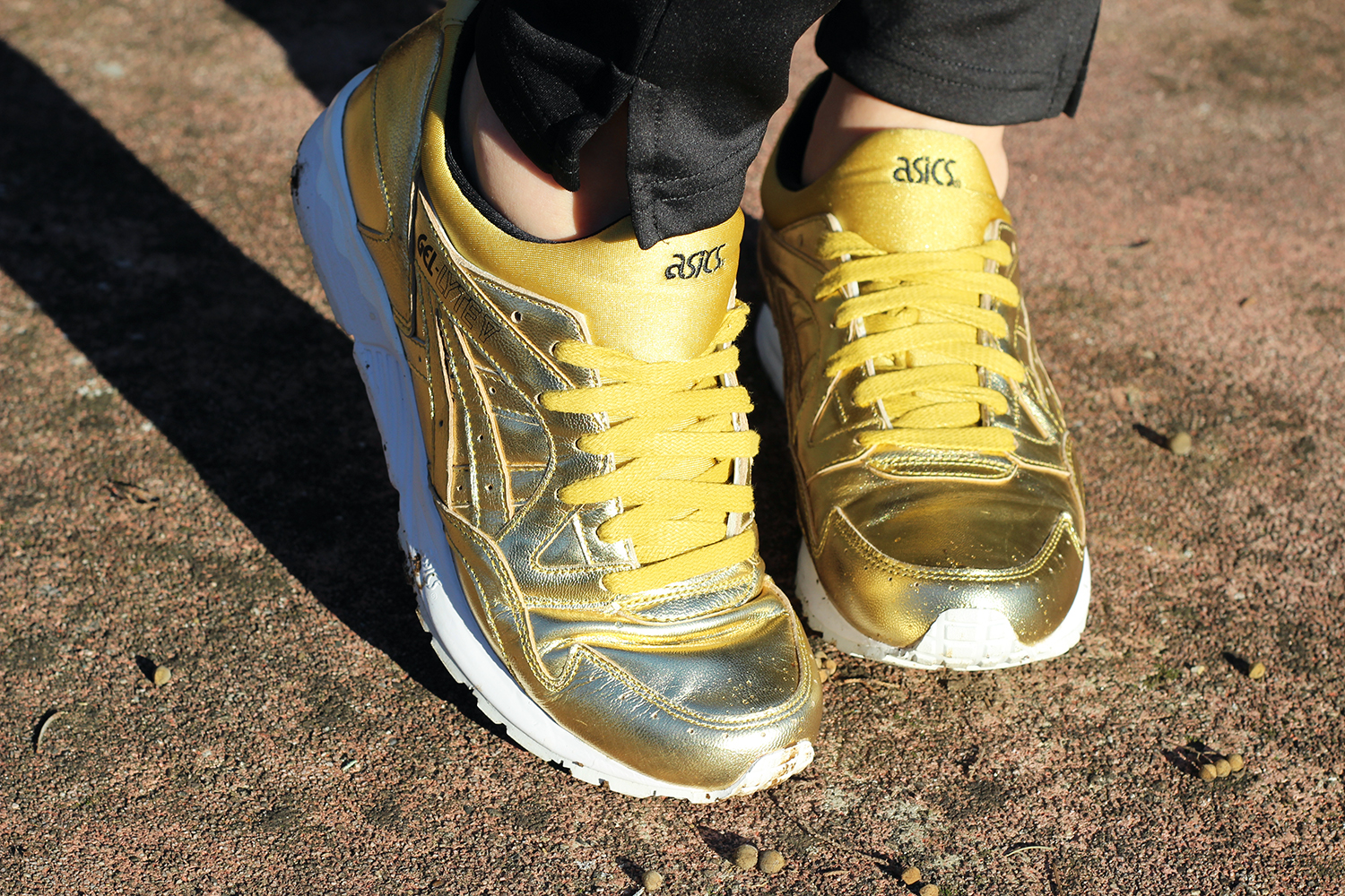 ASICS TIGER GEL LYTE V TOTAL GOLD - SCARPE ORO 2