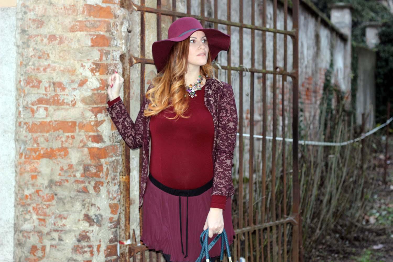 OUTFIT GRAVIDANZA ORO BLU borsa caleidos abbigliamento donna fashion blogger italiane black fringe boots