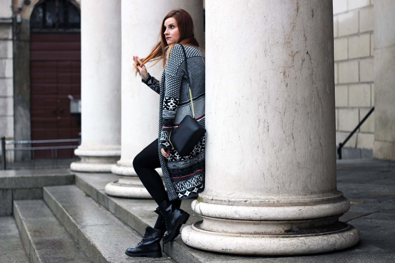anfibi e long cardigan desigual fashion blogger elisabetta bertolini winter look outfit gravidanza