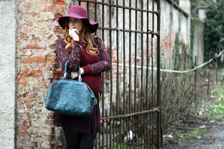 outfit marsala cappello fesa larga borsa caleidos fashion blogger italiane