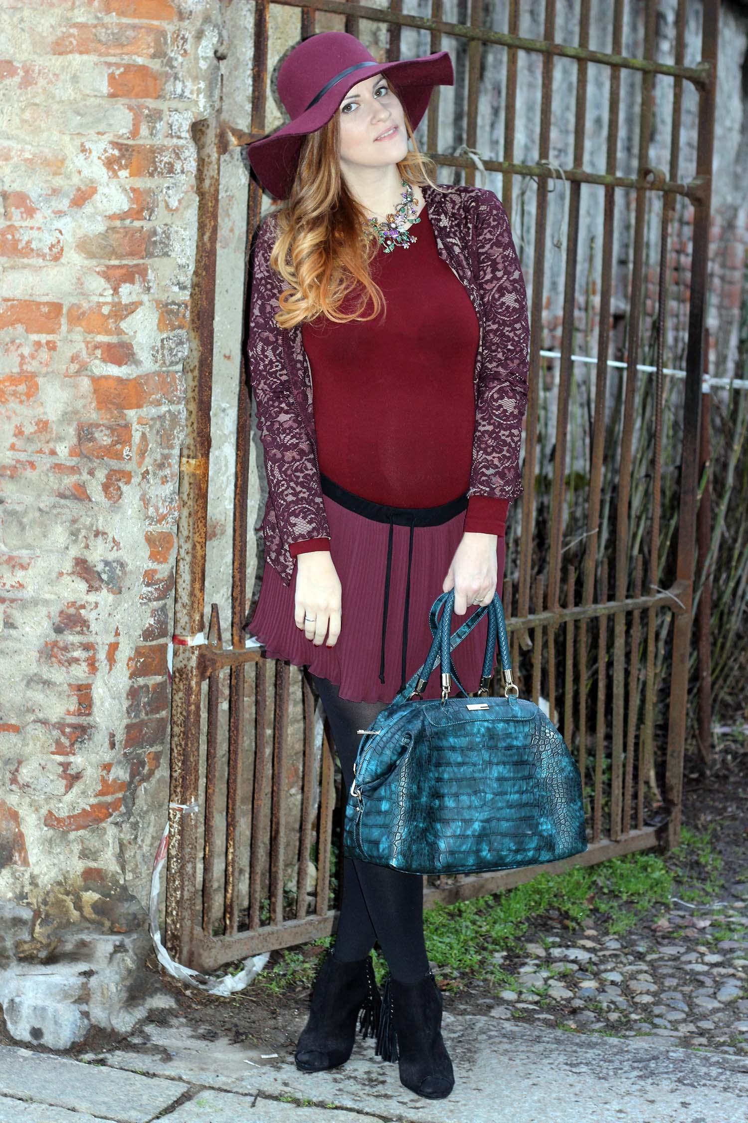 outfit moda gravidanza fashion blogger incinta borsa caleidos petrolio cocco look marsala e burgundi oro blu