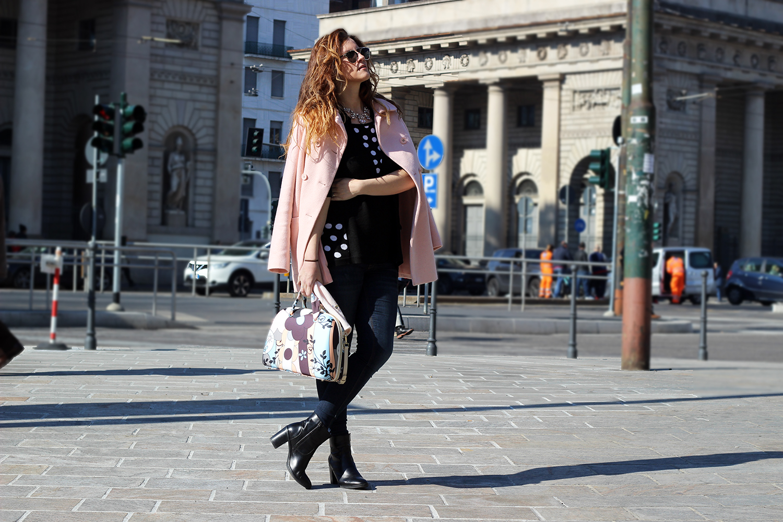 elisabetta bertolini pois e tendenze pastello cappotto rosa quarzo kiabi e borsa salce 197