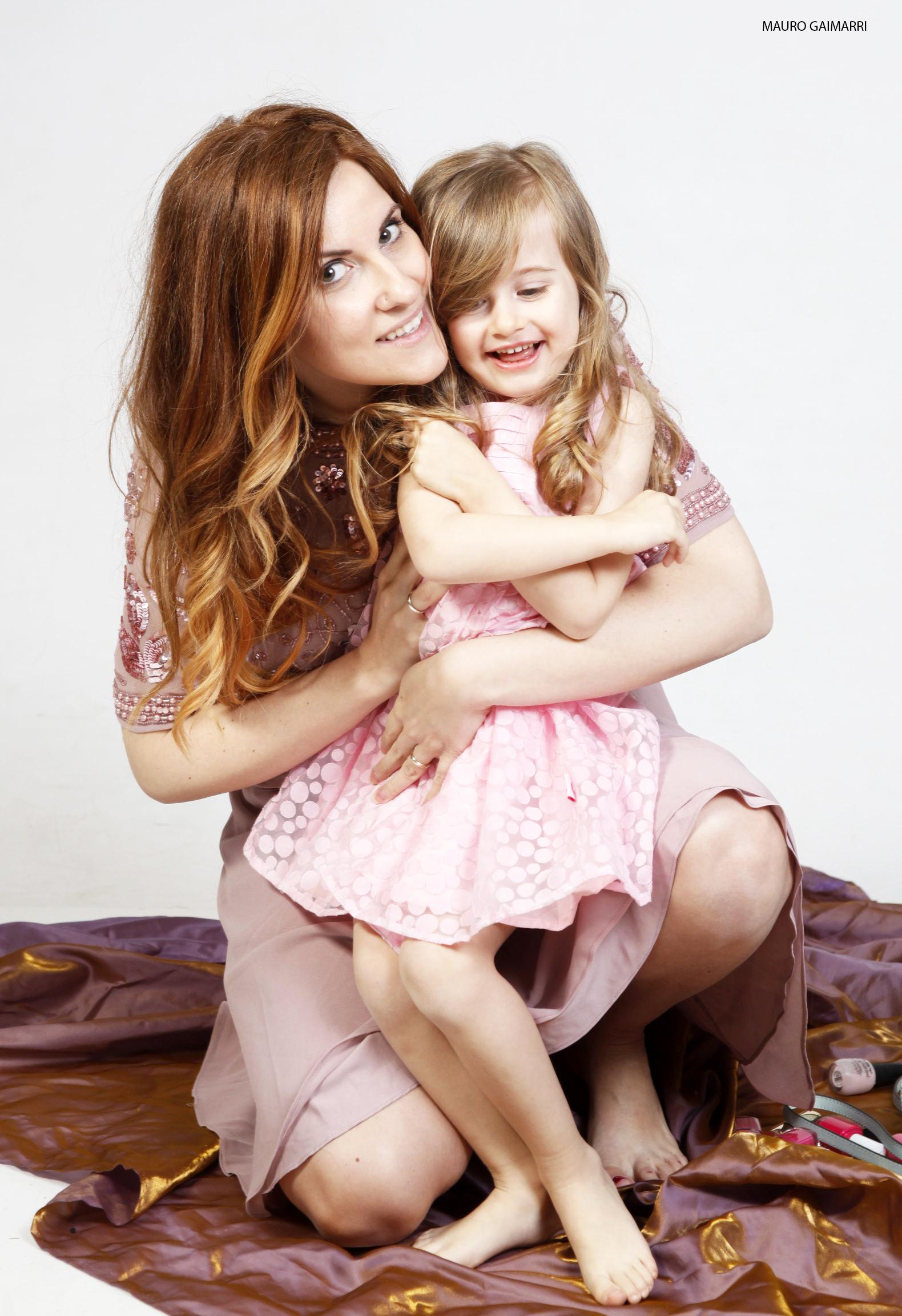 elisabetta bertolini gaia masseroni abito rosa confetto moda mamma e figlia