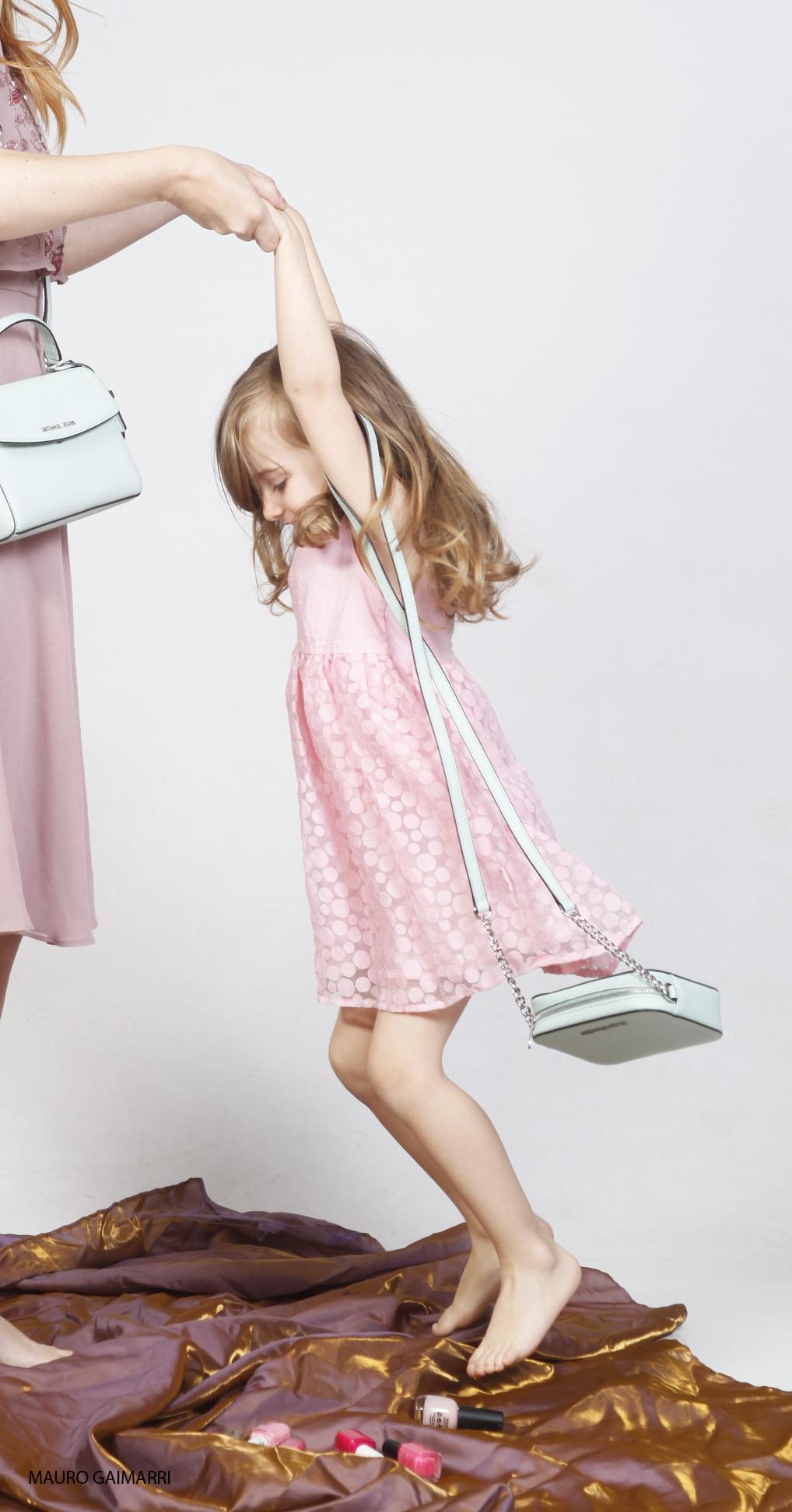 gaia masseroni festa della mamma moda bimbi abito rosa borsa verde menta michael kors zalando kids