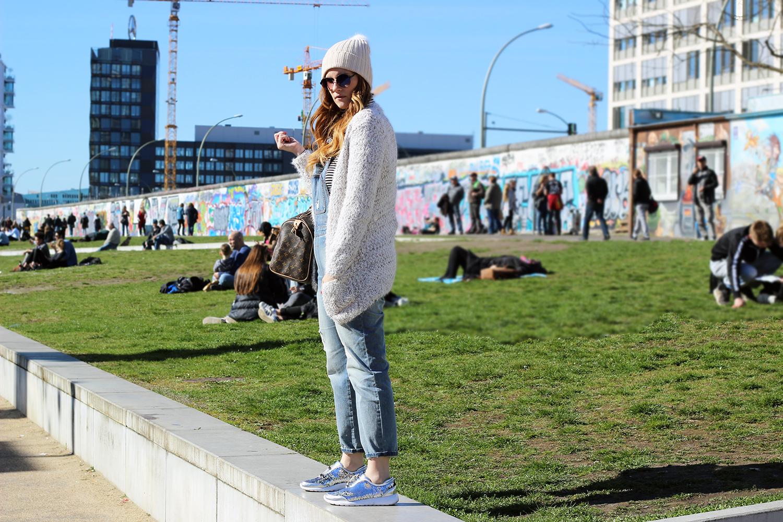 giovani al muro di berlino east side berlino viaggi elisabetta bertolini fashion blogger