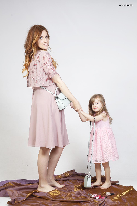 look mamma e figlia abito rosa cerimonia zalando borsette micheal kors moda bimbi