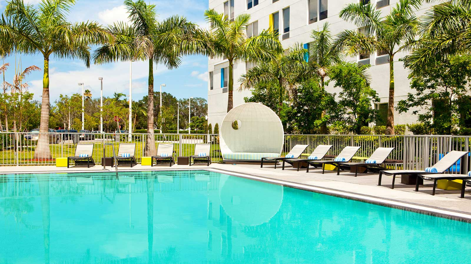 aloft_miami_piscina