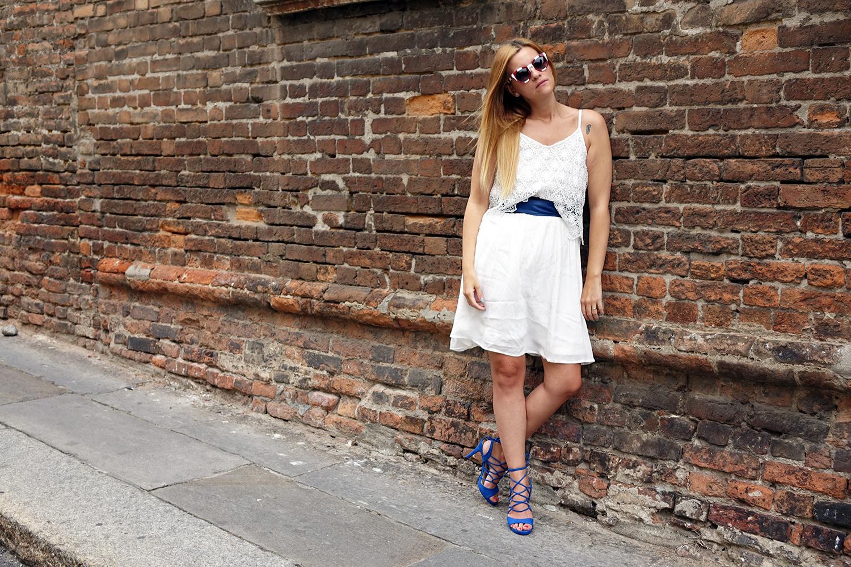 abito_Bianco_outfit_blu_laceup_fashion_blog