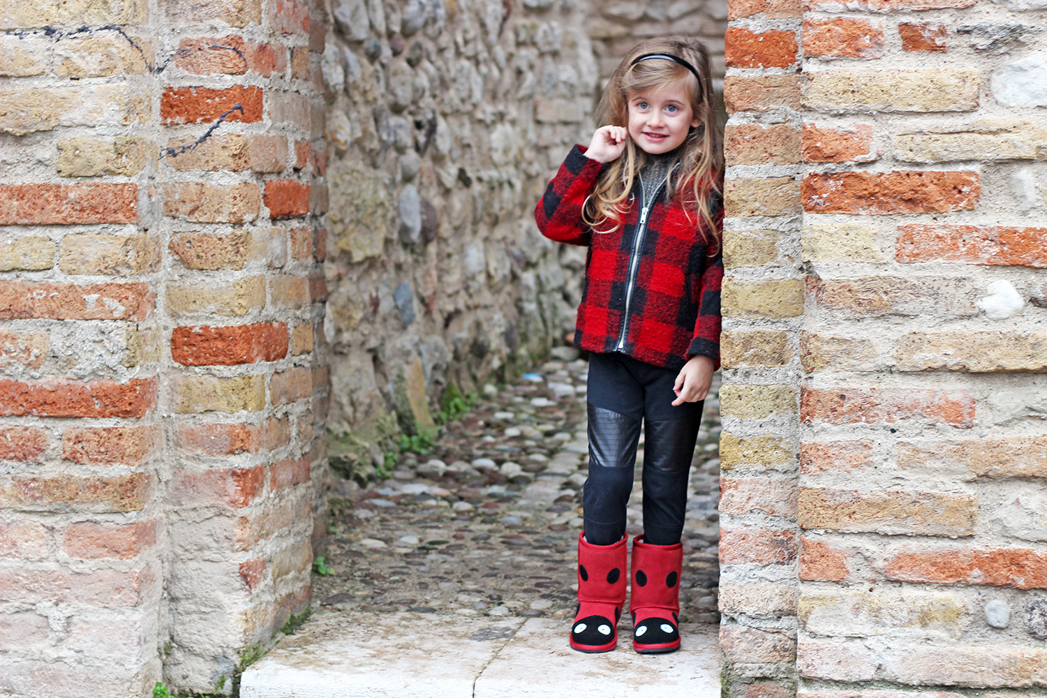 outfit fashion kids rosso nero emu