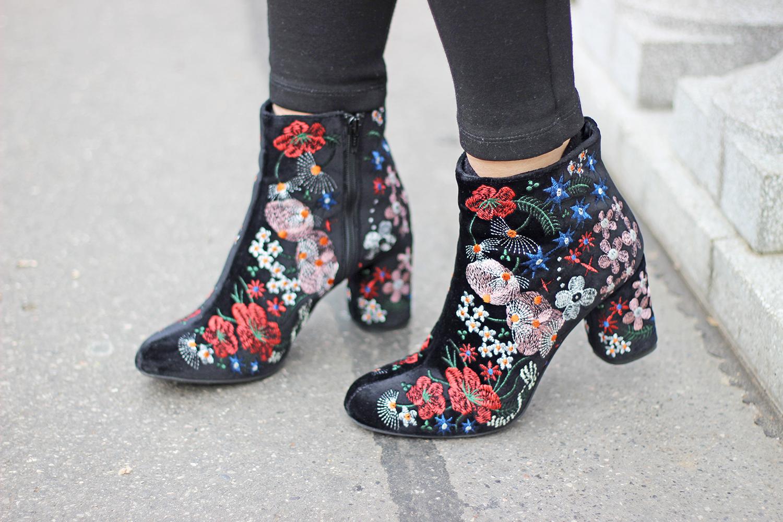 velvet boots ricami floreali cinti
