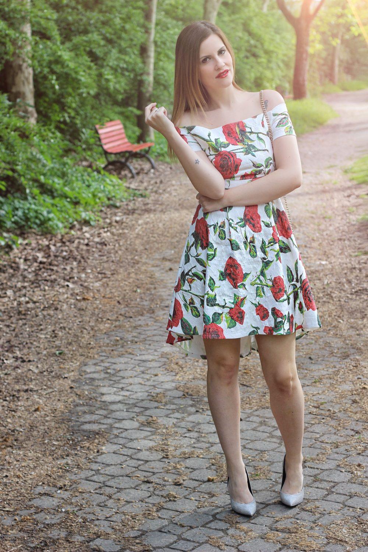 abito off shoulders a fiori fruscio