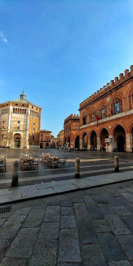 Piazza Duomo e Battistero Cremona LG G6
