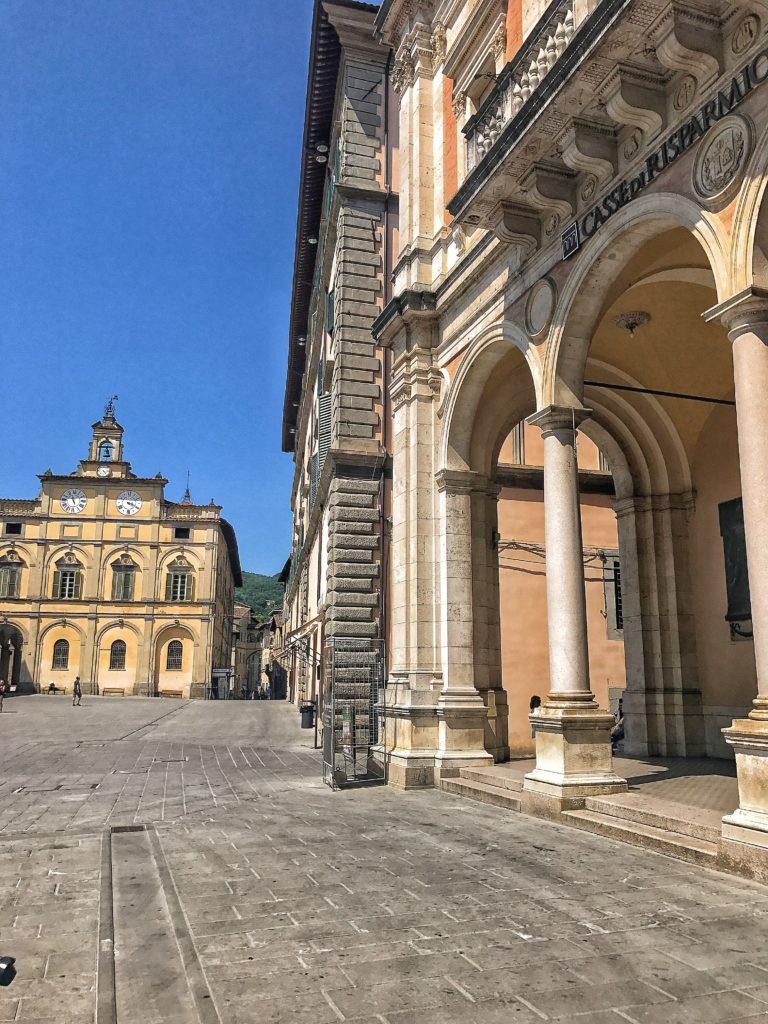 Piazza principale città di castello