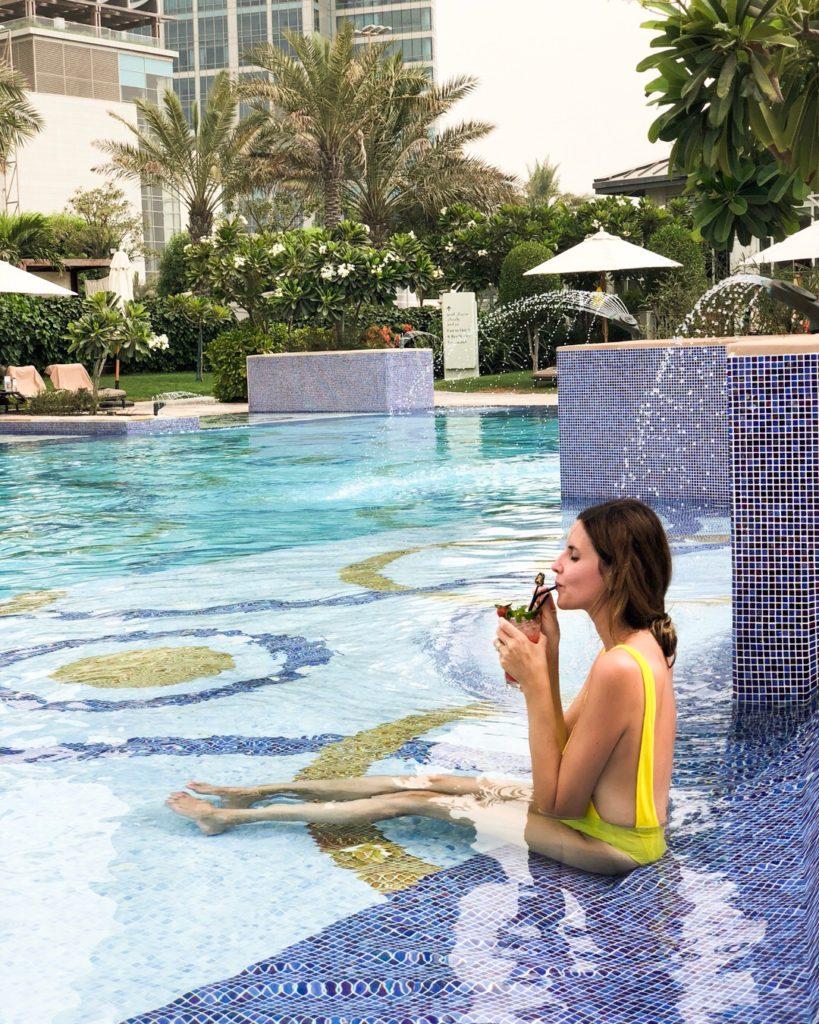 piscina_riviera_beach_st_regis_abudhabi