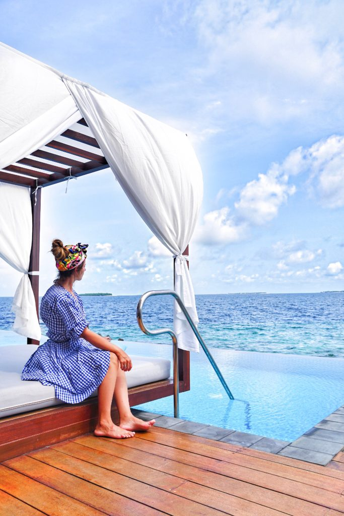 pool_water_bungalow_furaveri_maldive